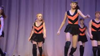 Пчелки и Винни Пух. Скандальное видео! Танец девочек