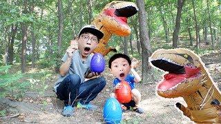 공룡 몰래 공룡알 가져오기! 예준이의 서프라이즈 에그 하리보 젤리 먹기 Dinosaurs Egg Surprise Toy Kids Play Video
