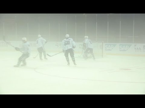 Gotta See It: Canucks practice in foggy arena in China