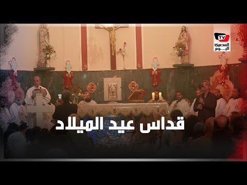 سياح يحتفلون بالكريسماس في كنيسة العائلة المقدسة بالأقصر
