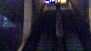 Jan auf der Rolltreppe