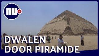 Toeristen dwalen door recent opengestelde piramides in Egypte | NU.nl
