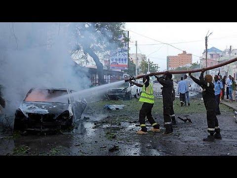 Αυτοκίνητο γεμάτο εκρηκτικά εισέβαλε σε καφετέρια στην Σομαλία