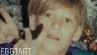"""【蛋挞】美国最惊悚的真实纪录片!""""失踪少年""""返家半年后..家人的诡异行径让他逃出门《冒充者》"""