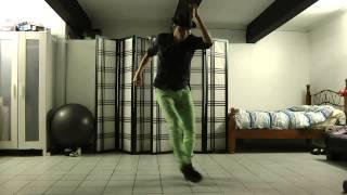 Смотреть онлайн Талантливый парень невероятно круто танцует