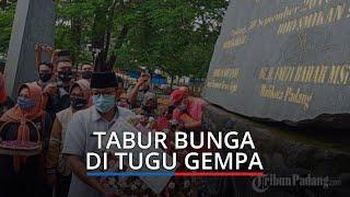 Peringatan 11 Tahun Gempa Bumi 7,6 SR, Plt Wali Kota Padang Tabur Bunga di Tugu Gempa