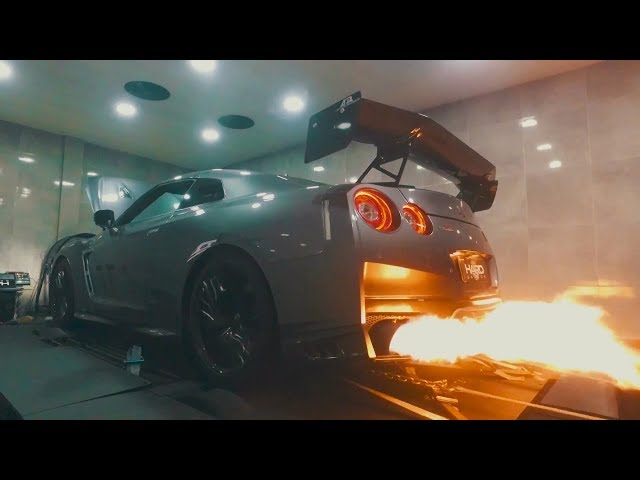 5FT BACKFIRE! 2017 Nissan GT-R