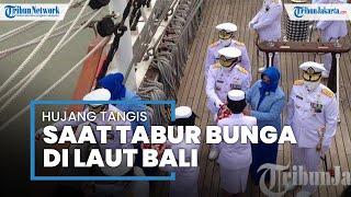 Isak Tangis Keluarga Awak Kapal Selam KRI Nanggala-402 Pecah saat Prosesi Tabur Bunga di Laut Bali
