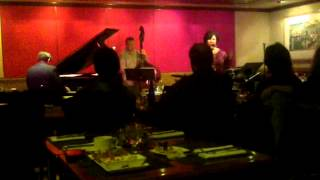 Roz Corral jazz at Kitano