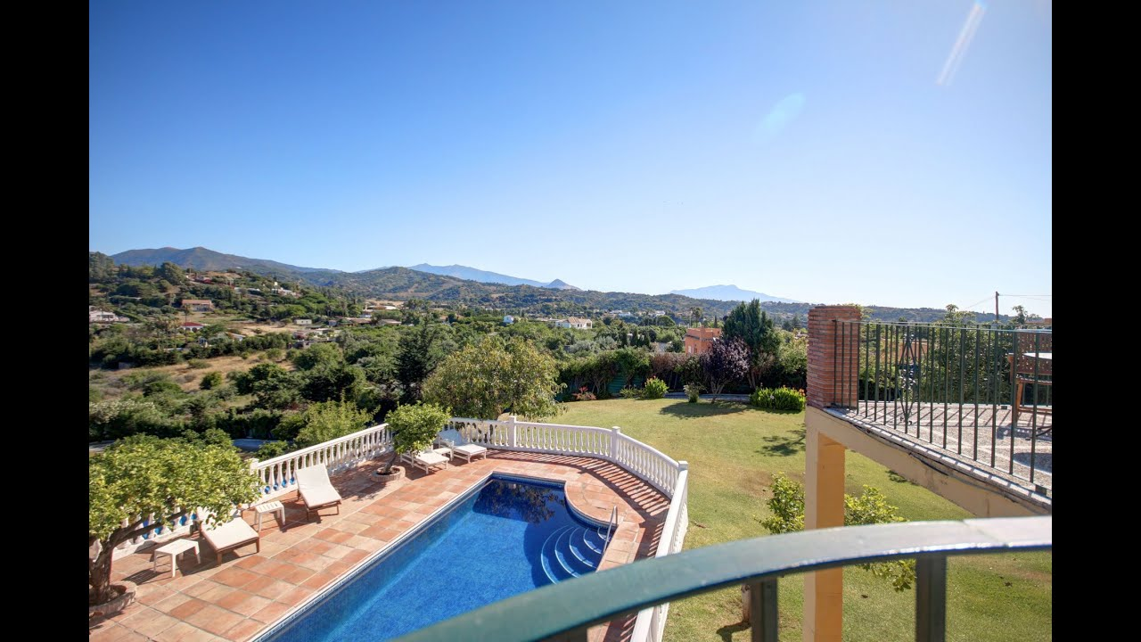 Beautiful country estate with 2 houses on large plot for sale in El Padron, Estepona