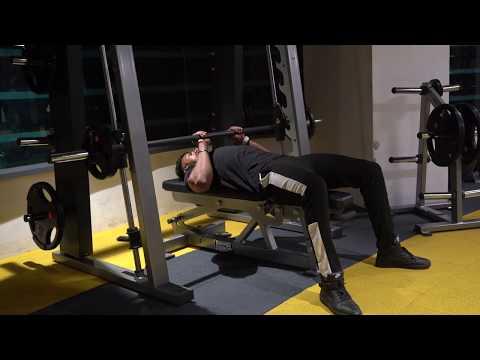 Smith machine close grip barbell bench press