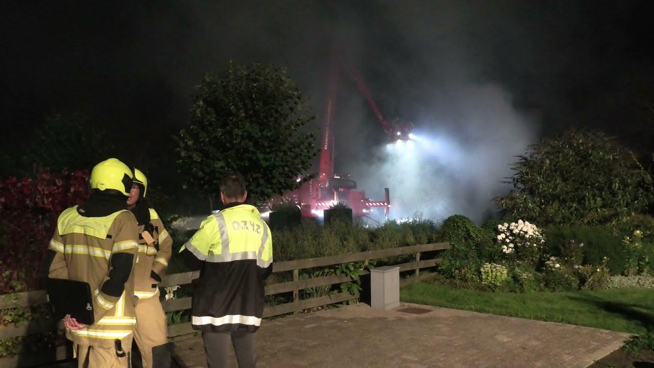 Grote uitslaande brand verwoest schuur in Brandwijk