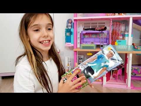 👸 Mara și Teo joaca ⚽️ FOTBAL in Casa 💥 DĂRÂMĂ Casa Barbie DreamHouse Adventures