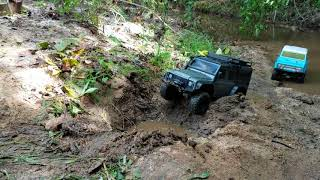 Vaterra Acender 72 ford Bronco vs Traxxas TRX-4 Land Rover Defender tank trap