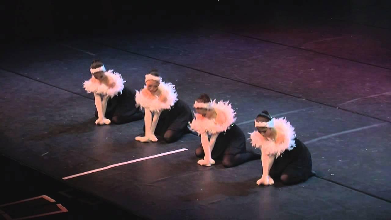 Необычный прикольный танец маленьких лебедей