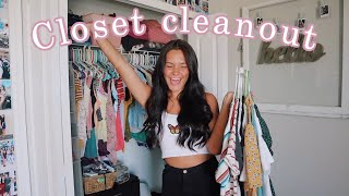 Decluttering My Very Messy Closet
