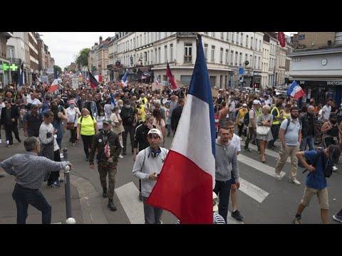 Οι αντιδράσεις στη Γαλλία για το πιστοποιητικό υγείας εντείνονται…