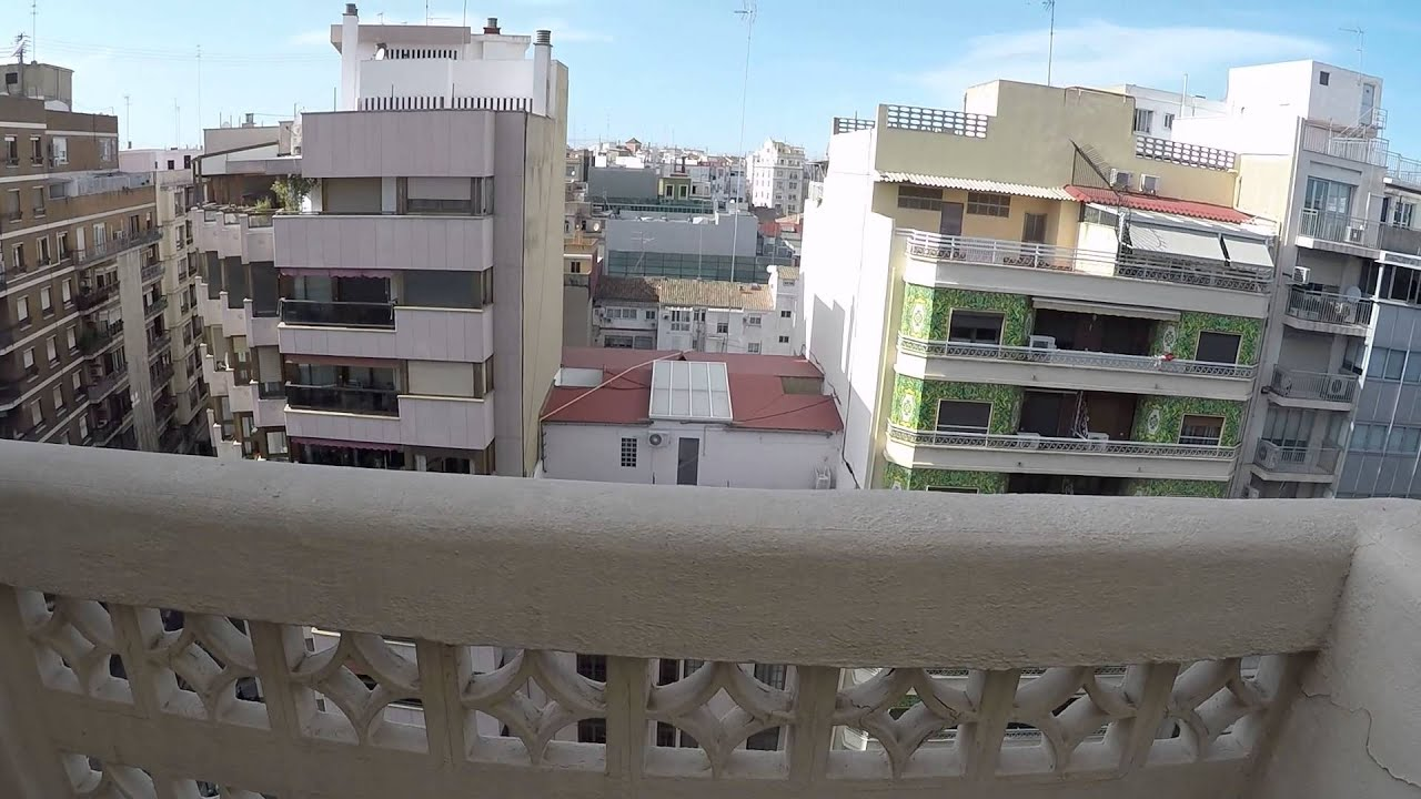Double Bed in 2 Bedrooms for women in elegant apartment with terrace in Ciutat Vella