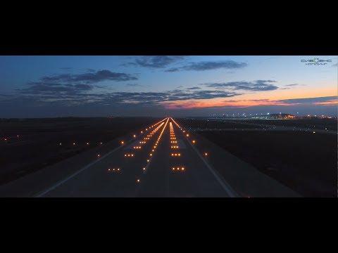 Зажигая огни аэродромов. Взлетная полоса. Аэропорт.