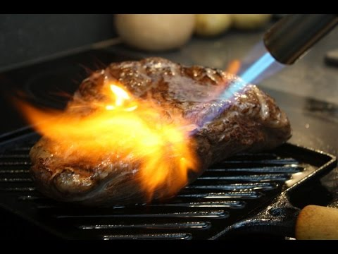 Sous-vide vlees werk je professioneel af met de Hendi crème brûlée brander