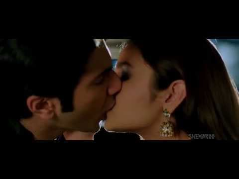 Alia Bhatt & Varun Dhawan kisses and sex scene