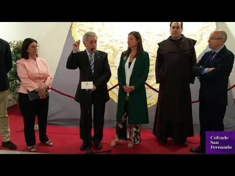 La capa bordada de la Virgen del Carmen recupera su esplendor
