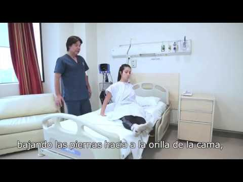 Dolor de espalda y masaje de la rodilla