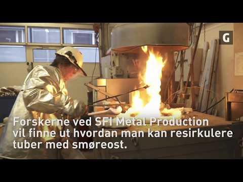Anne Kvithyld, Arne Nordmark og Ingrid Meling resirkulerer smøreosttuber for å se hvordan vi kan få best mulig resultat. Video: Anders Mildestveit, NTNU