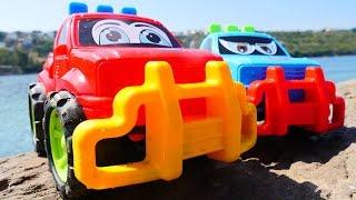 #МАШИНКИ на пляже 🚗🚙 Видео с игрушками для детей. Машинки и Маша Капуки Кануки - играем с песком