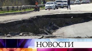 Огромный оползень перекрыл движение под Севастополем.