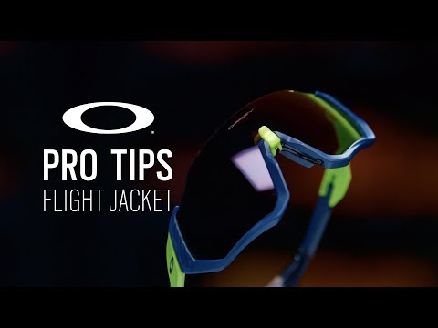 Видео о Очки Oakley Flight Jacket Matte Navy/Prizm Road
