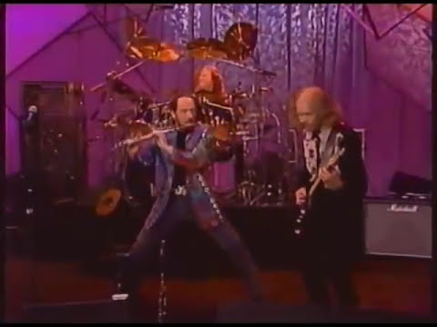 """Jethro Tull - """"Living in the Past"""" on The Tonight Show (+ interview)"""