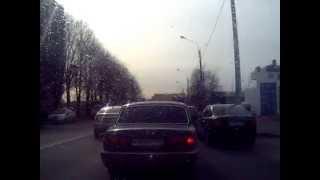 Съезжаю с Володарского моста на Октябрьскую набережную, СПб, радио Бизнес ФМ вещает о Кончаловском и