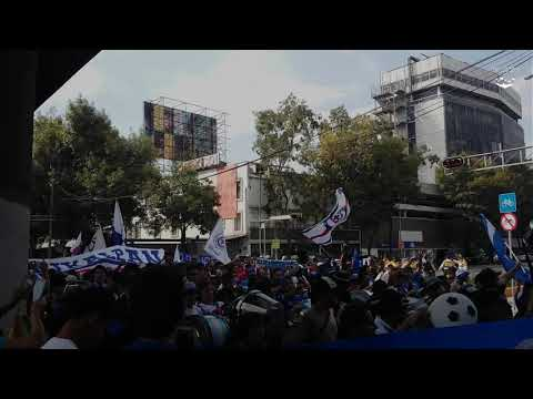 """La Sangre Azul • Caravana vs América • 2016"" Barra: La Sangre Azul • Club: Cruz Azul"