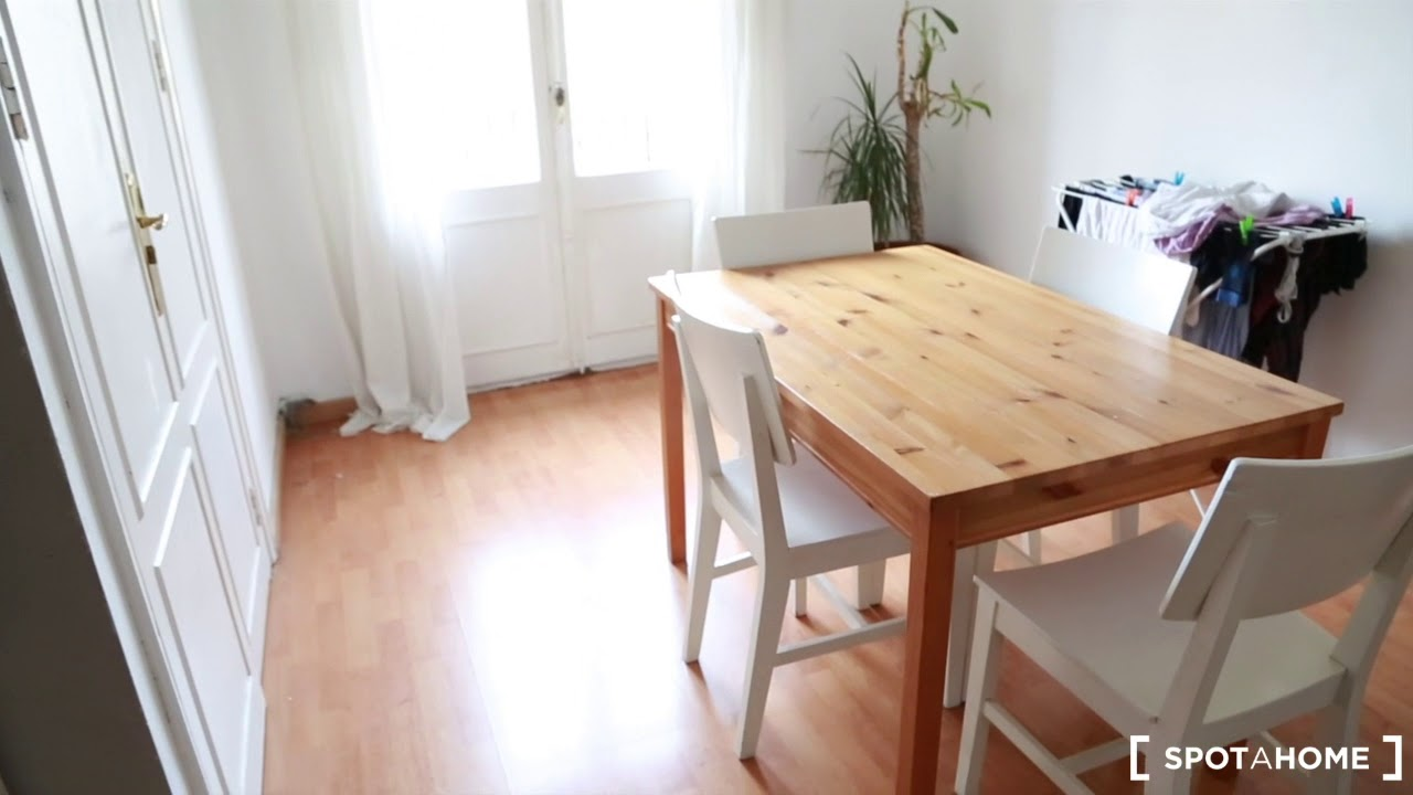 Double bed in Tidy rooms for rent in 2-bedroom apartment in Eixample Dreta