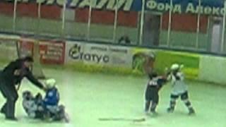 драка детей в новосибирске хоккей