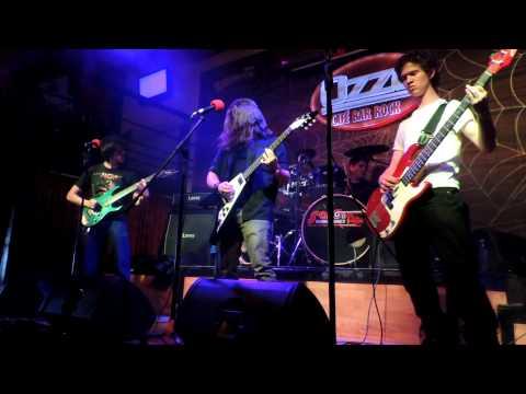 Hierro- Ardiendo en Fuego (live) 2012