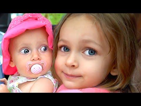 Мы в машине - Детская песня   Песни для детей от Майи и Маши.
