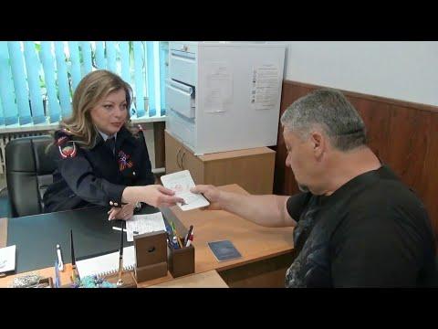 Гражданство России теперь могут получить все бывшие жители Луганской и Донецкой областей.