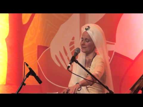 The Angels are Listening: Snatam Kaur sings Suṉi-ai with Ajeet Kaur  at Sat Nam Fest