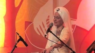 The Angels are Listening: Snatam Kaur sings Suṉi-ai with