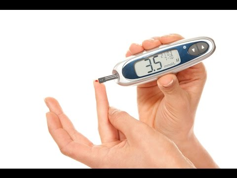Забор крови из пальца на сахар глюкометром