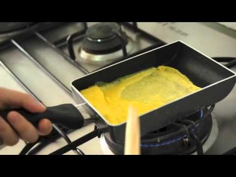 Steps to Making Tamagoyaki (Sweetened Japanese Egg Roll)