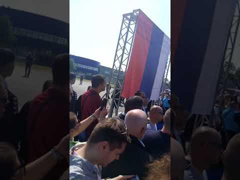 Došli iz svih krajeva jugoistoka da čuju Vučičev govor od 10 minuta