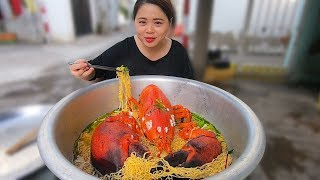 Tô mì tôm hùm Alaska khổng lồ 6kg giá 8 triệu ở vựa hải sản Calisa | 300$ lobster noodles meal