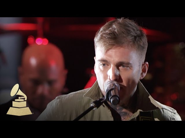 Highly-suspect-performs-lydia