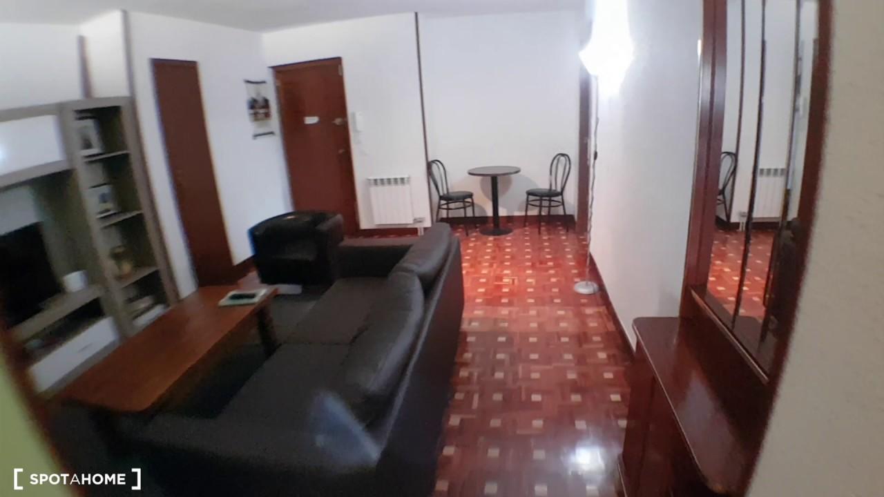 Rooms for rent in 5-bedroom apartment with balcony in Alcalá de Henares