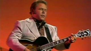 Roy Clark but not from the Grand Ol Opry this time Video