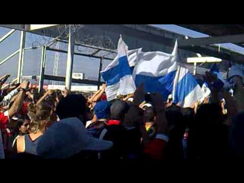"""""""Volvimos a la cancha - zorras vs UC 2010"""" Barra: Los Cruzados • Club: Universidad Católica"""
