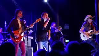 "Southside Johnny and the Asbury Jukes ""Mixed up shook up girl"" live at tegelbanan"